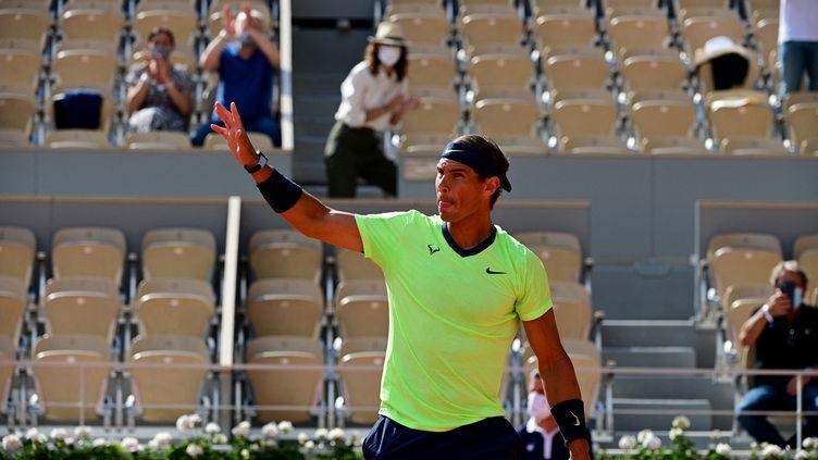 Rafael Nadal à Roland-Garros, le 7 juin 2021. (MARTIN BUREAU / AFP)