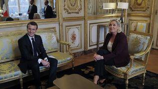 Le chef de l'Etat Emmanuel Macron et la présidente du RN Marine Le Pen lors d'une rencontre à l'Elysée, à Paris, le 6 février 2021. (PHILIPPE WOJAZER / AFP)