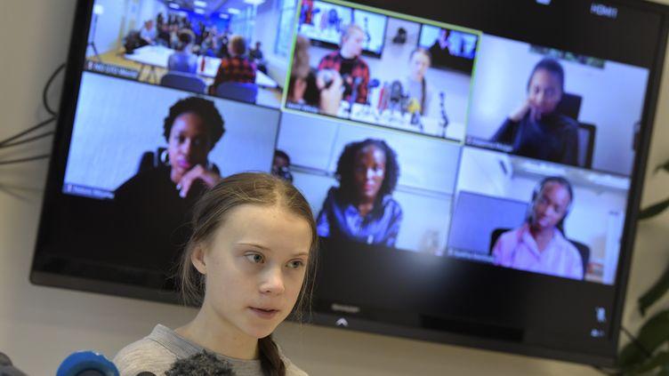 La militante suédoiseGreta Thunberg, lors d'une réunion par visioconférence sur le climat avec des activistes et des experts en Afrique, le 31 janvier 2020. (PONTUS LUNDAHL / TT NEWS AGENCY)