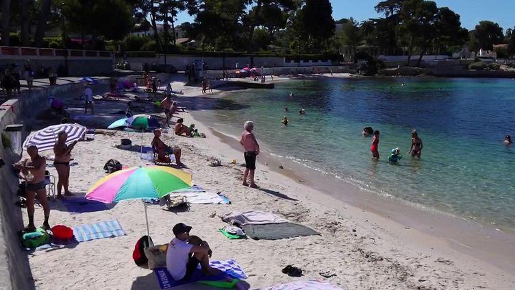 La qualité de l'eau de baignade offerte aux vacanciers est l'un des grands enjeux de l'été à Antibes (Alpes-Maritimes). (CAPTURE D'ÉCRAN FRANCE 2)