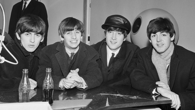 """Les Beatles invités dans l'émission radio """"Les ardugos"""", le 23 décembre 1963  (Louis Joyeux / INA / AFP)"""