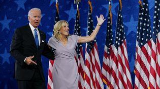 Joe Biden et sa femme Jill sont filmés à Wilmington, dans le Delaware, le 20 août 2020, pour conclure la Convention démocrate qui s'est déroulée en ligne. (OLIVIER DOULIERY / AFP)