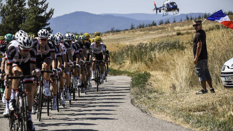 Le peloton du Tour (LIONEL BONAVENTURE / AFP)