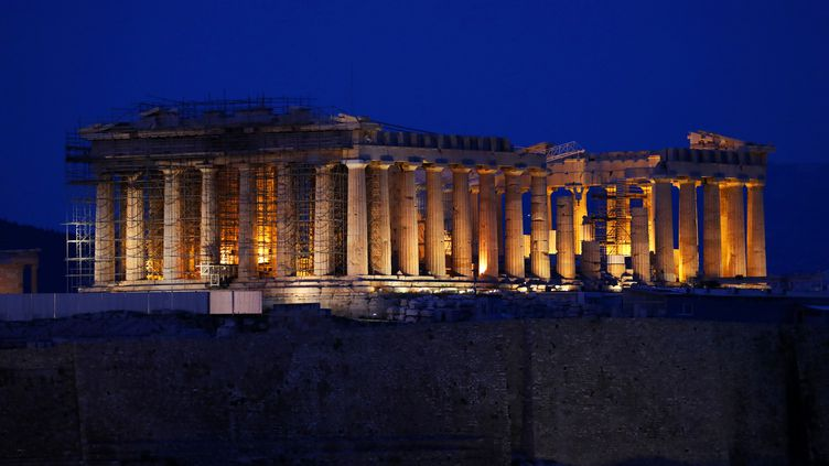 Le Parthénon, au sommet du site archéologique de l'Acropole, qui domine Athènes (Grèce) et fut un sanctuaire religieux durant l'Antiquité. Photo prise le 14 mars 2020. (RYOHEI MORIYA / YOMIURI / AFP)