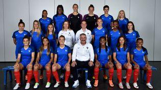 (La photo officielle de l'équipe de France victorieuse © ERIC FEFERBERG / AFP)