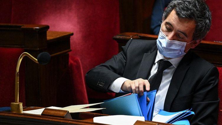 Le ministre de l'Intérieur, Gérald Darmanin, assis sur les bancs de l'Assemblée nationale (Paris), le 24 novembre 2020. (ANNE-CHRISTINE POUJOULAT / AFP)
