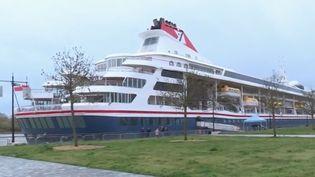 À Bordeaux (Aquitaine), les riverains s'inquiètent de la pollution que les bateaux génèrent. (CAPTURE D'ÉCRAN FRANCE 3)