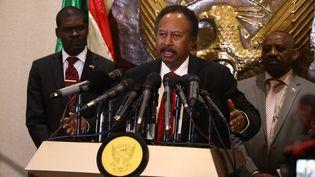 Le Premier ministre soudanais, Abdalla Hamdok, lors de sa conférence de presse à l'aéroport de Khartoum à son retour de Washington, le 8 décembre 2019. (MAHMOUD HJAJ / ANADOLU AGENCY)