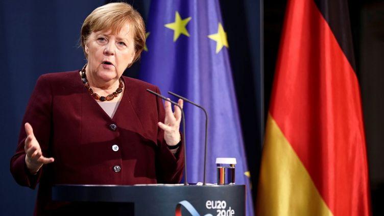 La chancelière allemande Angela Merkel lors d'une conférence de presse après un sommet virtuel du G20 à Berlin (Allemagne), le 22 novembre 2020. (HANNIBAL HANSCHKE / REUTERS-POOL / AFP)