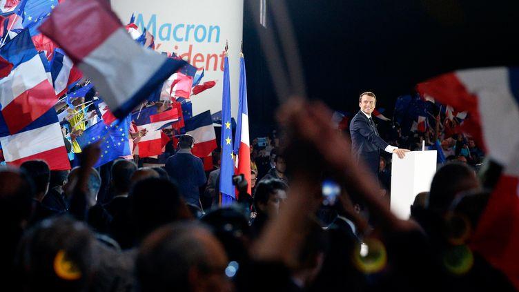 Emmanuel Macron, en meeting à Paris, lundi 1er mai 2017. (GEOFFROY VAN DER HASSELT / AFP)