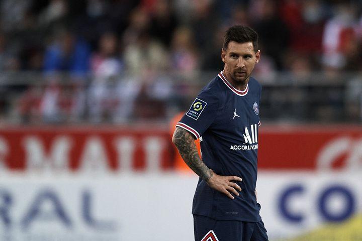 Lionel Messi a joué son premier match avec le PSG contre Reims, le 20 août 2021. Il sera très attendu en Ligue des champions. (JOSE BRETON / AFP)