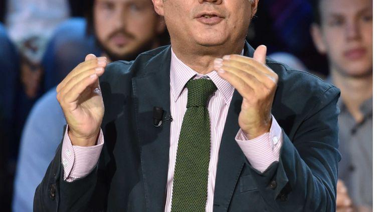 """Le journaliste Bruno Roger-Petit sur le plateau de l'émission """"C Politique"""" sur France 5, le 6 novembre 2016. (IBO/SIPA)"""