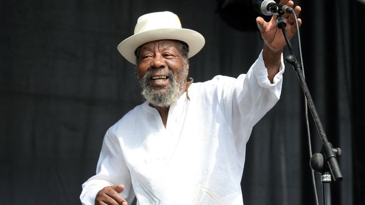Le Deejay et toasteur jamaïcain U-Roy en concert au Reggae Sun Ska Festival, le 3 août 2014 à Talence (Gironde). (JEAN-PIERRE MULLER / AFP)