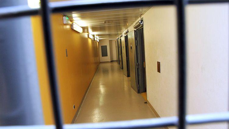 Les cellules de garde à vue du commissariat de Montpellier (Hérault), le 18 avril 2011. (GUILLAUME BONNEFONT / MAXPPP)