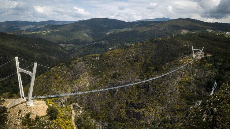 Le pont le plus long du monde auPortugal, à Arouca, le 29 avril 2021. (CARLOS COSTA / AFP)