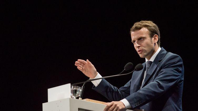 Le ministre de l'Economie, Emmanuel Macron, donne un discours à Lyon (Rhône), le 9 octobre 2014. (NICOLAS LIPONNE / CITIZENSIDE / AFP)