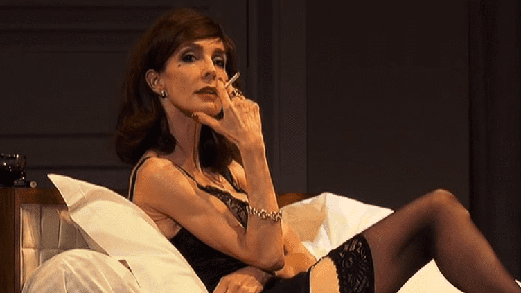 """Anne Parillaud : """"Mrs Robinson ? Une femme qui transgresse les codes"""".  (France 2 Culturebox (capture d'écran))"""