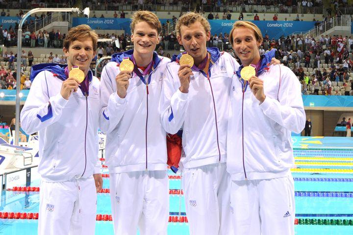 Les quatre nageurs français vainqueurs du relais 4x100m nage libre aux JO de Londres, Clément Lefert, Yannick Agnel, Amaury Levaux et Fabien Gilot, le 29 juillet 2012. (AFP)
