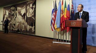 """La tapisserie de """"Guernica"""" dans le hall duConseil de sécurité de l'ONU, à New York, le 9 septembre 2016 (JASON SZENES / EPA)"""