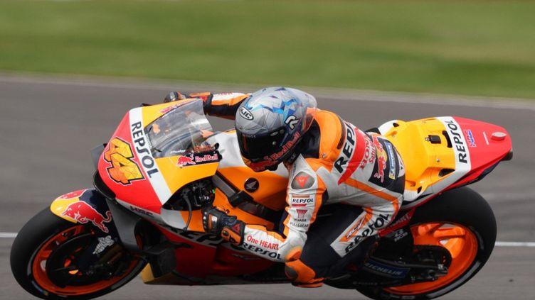L'Espagnol Pol Espargaro a signé la pole position du Grand Prix de Grande-Bretagne, samedi 28 août. (ADRIAN DENNIS / AFP)