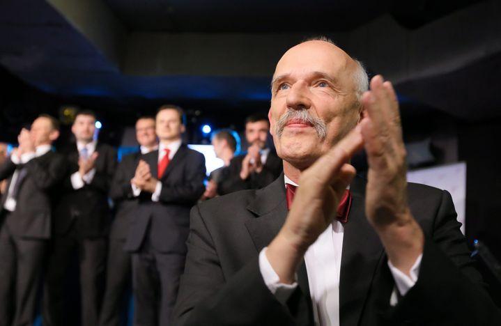 Janusz Korwin-Mikke réagit après sa victoire aux élections européennes, le 25 mai 2014 à Varsovie (Pologne). (MAXPPP)