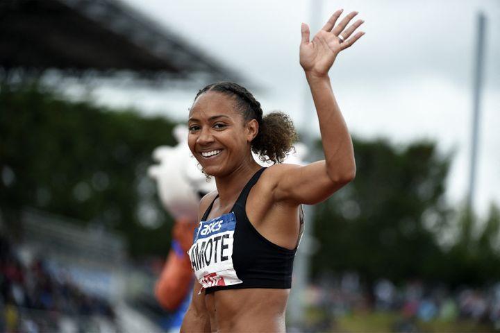 Rénelle Lamote à l'issue du 800m lors des championnats Élite à Angers, le 27 juin (HERVIO JEAN-MARIE / KMSP / AFP)