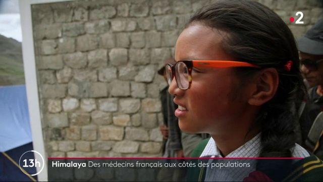 """""""Envoyé spécial"""" : des lunettes pour les oubliés de l'Himalaya"""