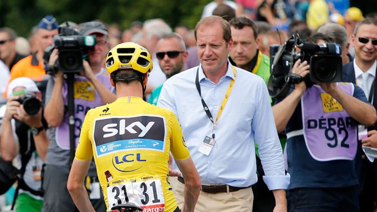 (Christian Prudhomme salue Chris Froome avant la 4e étape du Tour 2015 © MaxPPP)