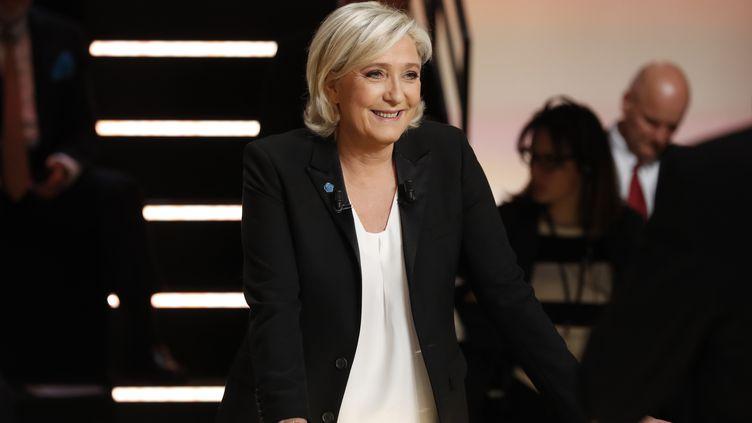Marine Le Pen participe au débat organisé par TF1 entre cinq candidats à la présidentielle, lundi 20 mars 2017. (PATRICK KOVARIK / POOL / AFP)