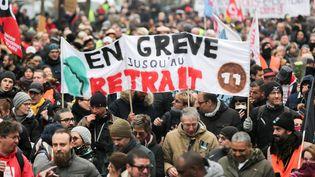 Dans le cortège de la manifestation contre la réforme des retraites, le 4 janvier 2020 à Paris. (MICHEL STOUPAK / NURPHOTO / AFP)