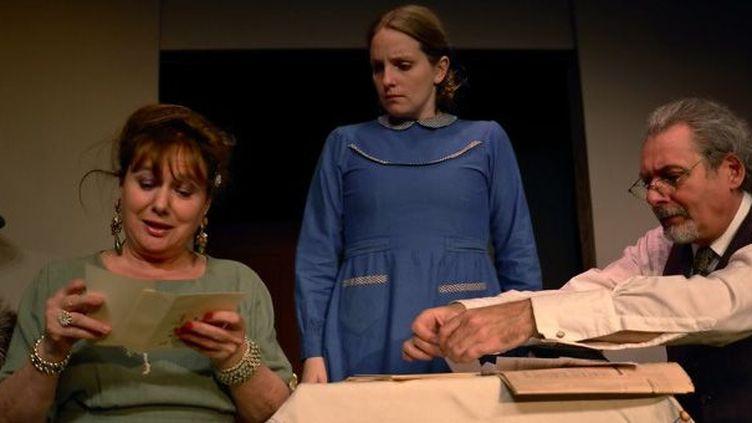 Mme Kampf (Brigitte Faure) Antoinette (Lucie Barret) Mr Kampf (S.Noël)  (Irène Jonas)