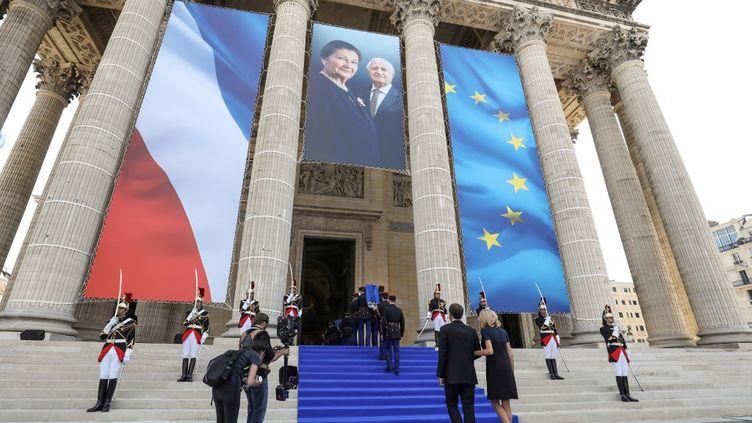 Emmanuel Macron et son épouse Brigitte Macron devant le Panthéon lors de l'entrée de Simone et d'Antoine Veil, le 1er juillet 2018. (LUDOVIC MARIN / AFP)