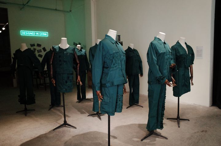 Ligne About A Worker Shenzhen imaginée avec cinq femmes ayant été licenciées d'une usine textile à Shenzhen en Chine. Bi-City Biennale 2019 (About A Worker)