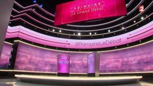 Capture d'écran montrant le studio qui se prépare au dernier débat de la primaire à gauche, le 25 janvier 2017 (FRANCE 2)