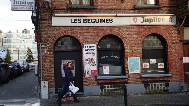 Le café Les Béguines, à Molenbeek (Belgique), était tenu par Brahim Abdeslam, l'un des kamikazes des attentats de Paris. (EMMANUEL DUNAND / AFP)