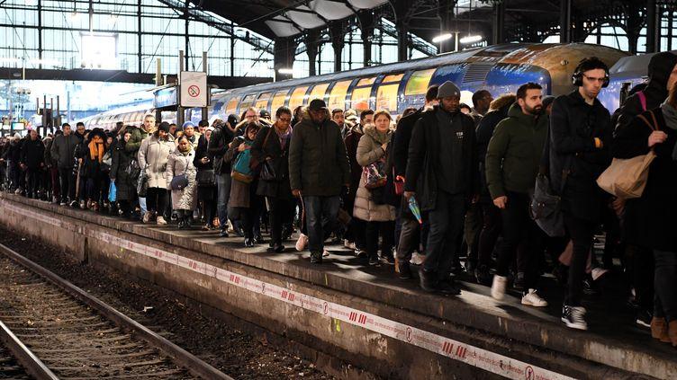 La gare Saint-Lazare à Paris, le 16 décembre 2019. (BERTRAND GUAY / AFP)