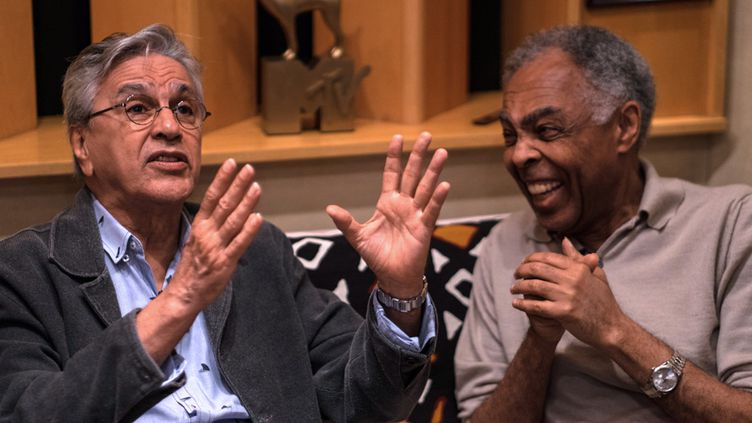 Caetano Veloso et Gilberto Gil au studio d'enregistrement de Gil, le 15 juin 2015 à Rio de Janeiro  (Christophe Simon / AFP)