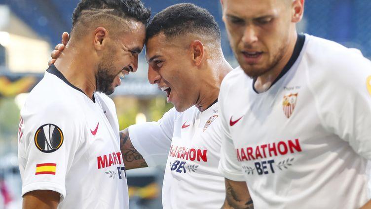 Jules Koundé fête le second but du FC Séville inscrit par Youssef En-Nesyri (WOLFGANG RATTAY / POOL)
