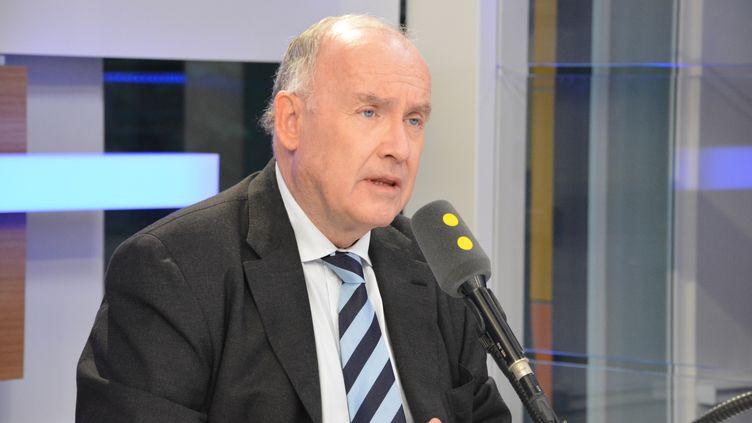 Dominique Bussereau sur franceinfo. (RADIO FRANCE / JEAN-CHRISTOPHE BOURDILLAT)