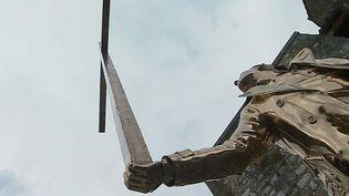 """""""L'homme qui porte la croix"""" de Jan Fabre pour la biennale internationale d'art contemporain de Saint-Paul de Vence  (France 3 / Culturebox)"""