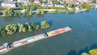 Navigation sur la Seine à Vernon. (FRANCIS CORMON / VNF)