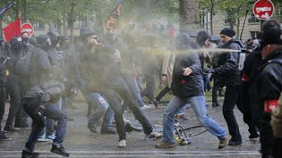 Heurts en marge de la manifestation contre la loi Travail à Paris le 12 mai 2016. (CHRISTOPHE ENA / AP / SIPA)