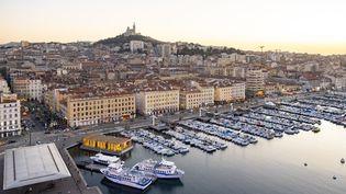 Le Vieux-Port et Notre-Dame-de-la-Garde, à Marseille, photographiés en janvier 2019. (GARDEL BERTRAND / HEMIS.FR / AFP)