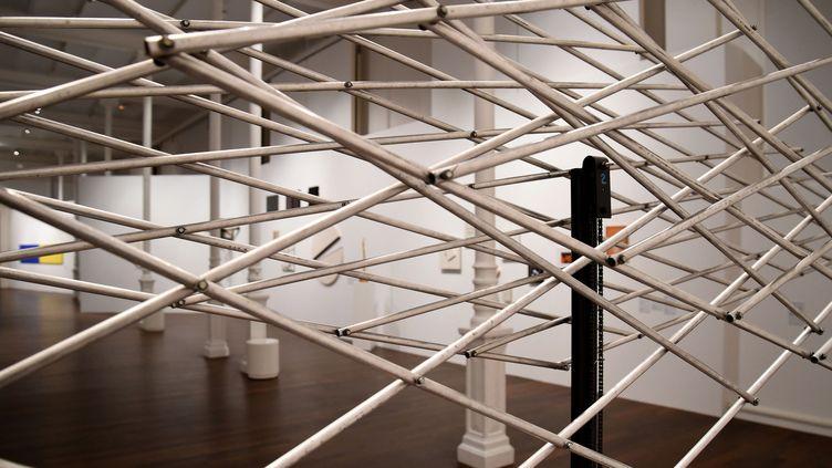 """""""Trois grilles se déformant"""", oeuvre de François Morellet exposée dans le cadre de la rétrospective de Chambéry.  (JEAN-PIERRE CLATOT / AFP)"""