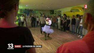 Un cours de lindy hop. (FRANCE 2)