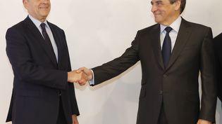 Alain Juppé et François Fillon, suite à la victoire de ce dernier lors de la primaire de la droite, le 27 novembre 2016. (FRANCOIS GUILLOT / AFP)