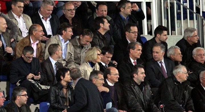Manuel Valls, ministre de l'Intérieur, présent au stade Abbé-Deschamps, le 20 mars 2012. (JEAN BAPTISTE QUENTIN / MAXPPP)