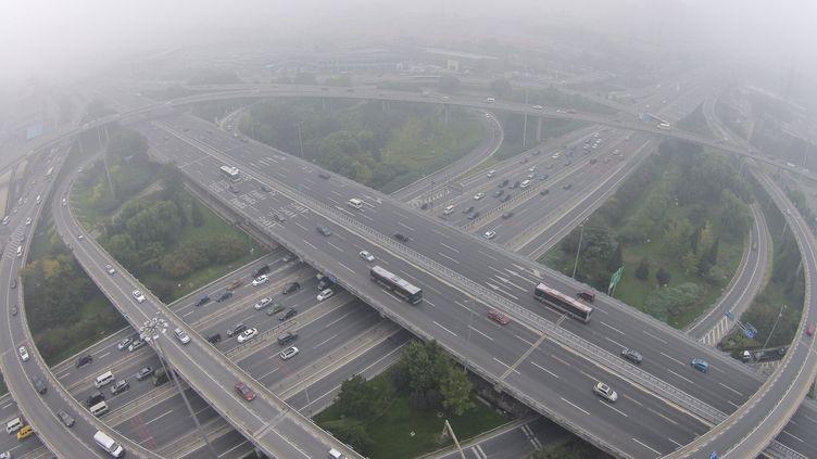 Un important nuage de pollution s'abat sur Pékin, le 11 octobre 2014. ( JASON LEE / REUTERS)