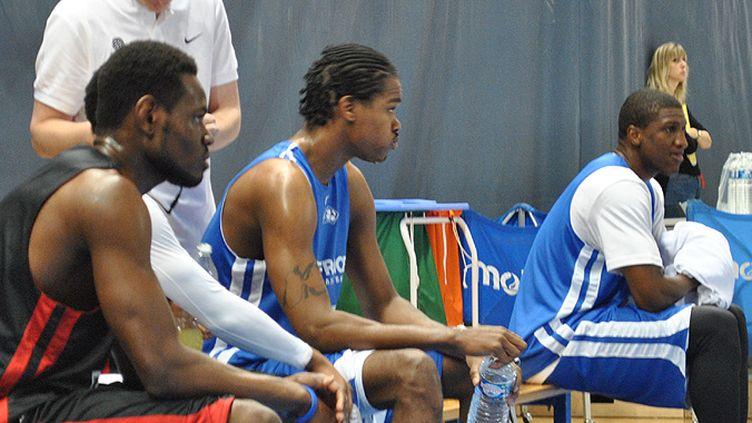 Bokolo, Diawara et Gelabale sur le banc à l'entraînement