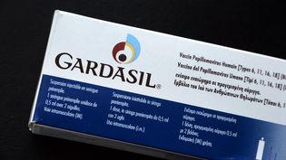 Le vaccin contre le cancer du col de l'utérus, le Gardasil, fait l'objet d'une grande défiance en France. (JEAN-PIERRE MULLER / AFP)